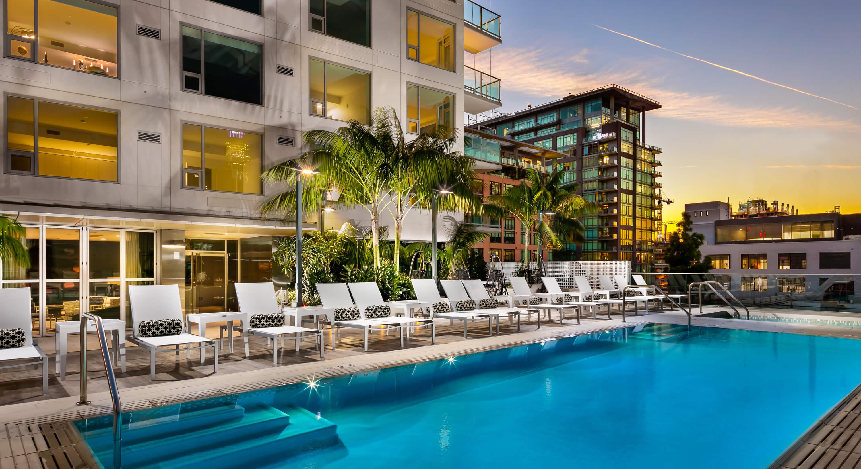 ten50, los angeles condo, luxury condo, pool area, rooftop