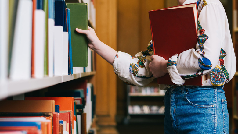 Ways to Cut Costs on College Textbooks