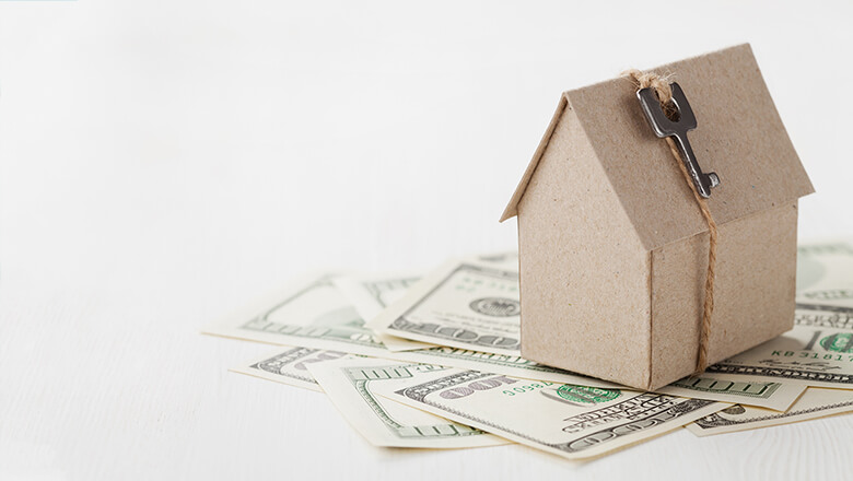 Buying a Home With Cash vs. a Mortgage